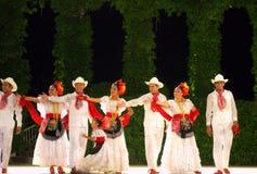Troupe bianche sorridenti di ballo Fotografia Stock Libera da Diritti
