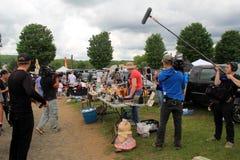 Troupe cinematografica che filmano manifestazione di TV, mercato delle pulci del tronco del ` s dell'elefante, nuovo Milford, CT  Fotografia Stock Libera da Diritti
