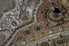 Trous dans leur plafond ! photo stock
