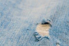 Trous sur des jeans Photos libres de droits