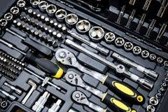 Trousse à outils de mécanique dans la boîte noire  Images libres de droits