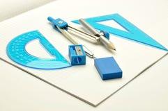 trousse d'outils éducative sur le backg spiralé de bloc-notes Image stock