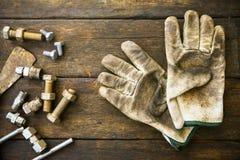 Trousse d'outils d'outils de bricolage ou fond de trousse d'outils de travail, outils dans le travail d'industrie pour le travail Photos stock