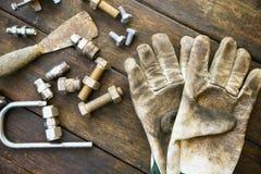 Trousse d'outils d'outils de bricolage ou fond de trousse d'outils de travail, outils dans le travail d'industrie pour le travail Photos libres de droits