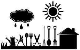 Trousse d'outils de jardinage sur l'aménagement de ferme Photographie stock