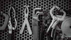 Trousse d'outils industrielle accrochante sur le mur photo stock