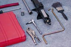 Trousse d'outils mécanique avec la caisse rouge photographie stock