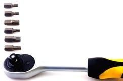 Trousse d'outils mécanique de peu d'isolement sur le fond blanc Image libre de droits