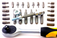Trousse d'outils mécanique de peu d'isolement sur le fond blanc Image stock