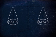 Trouvez l'équilibre entre le budget assigné et les bénéfices désirés Image libre de droits