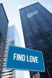 Trouvez l'amour contre la vue d'angle faible des gratte-ciel Photos libres de droits