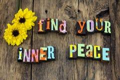 Trouvez la pureté intérieure de paix attitude positive photographie stock libre de droits
