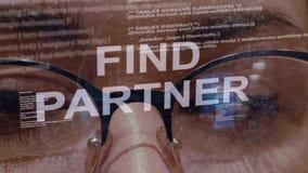Trouvez le texte d'associé sur le fond du promoteur femelle banque de vidéos