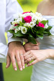 Trouwringen en bloemen Royalty-vrije Stock Foto