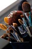 Trouwringen op de Borstels van de Make-up royalty-vrije stock foto's