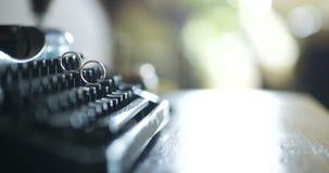 Trouwringen op Schrijfmachine, Romaanse Liefde, Samenhorigheid stock videobeelden