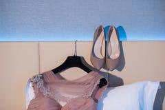 Trouwringen, schoenen en kleding, Royalty-vrije Stock Foto