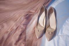 Trouwringen, schoenen en kleding, Stock Afbeelding