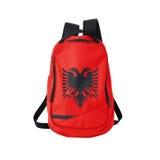 Trouxa da bandeira de Albânia isolada no branco foto de stock royalty free