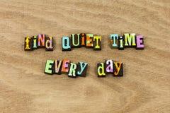 Trovi che la pace calma di tempo gode del silenzio di oggi di vita immagini stock libere da diritti