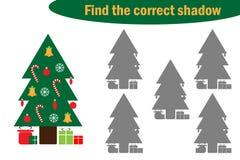 Trovi l'ombra corretta, il gioco per i bambini, albero di Natale nello stile del fumetto, il gioco per i bambini, attività presco illustrazione di stock