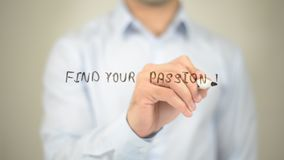 Trovi la vostra passione, scrittura dell'uomo sullo schermo trasparente Fotografie Stock