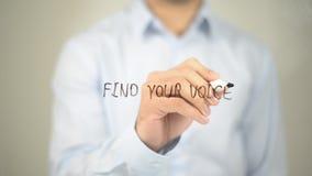 Trovi la vostra voce, scrittura dell'uomo sullo schermo trasparente Fotografia Stock