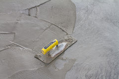Trowel on fresh concrete on construction site Royalty Free Stock Photos