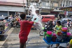 Trowing Wasser Lizenzfreie Stockbilder