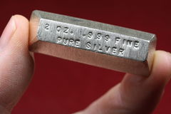 2 Troy Ounce Silver Bullion Bar Fotos de archivo