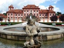 Troya Schloss, Prag, Brunnen Stockfotos