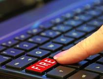 Troyano oscuro del ransomware del malware del virus de la web del ataque mal?volo del bot?n de rojo del fuego del ordenador fotografía de archivo libre de regalías