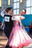 Troyanovskiy Andrey en Ersh Anna Perform jeugd-1 Standaard Europees Programma stock fotografie