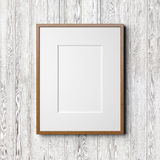 Träram på den vita wood bakgrunden Arkivfoto