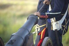 Trrops napoleónicos de la artillería en la acción Imágenes de archivo libres de regalías