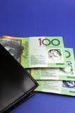 Três cem notas com carteira - vertical do dólar australiano. Imagem de Stock