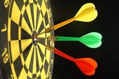 Três dardos coloridos. Foto de Stock