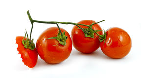 Três e uma nota dos tomates da metade ao editor: Imagem de Stock Royalty Free