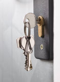 Türschloss mit Schlüsseln Stockbilder