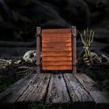 träskylt och och wood golv, halloween bakgrund Royaltyfri Fotografi