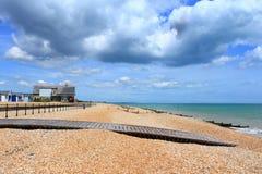 TrästrandpromenadKingsdown strand Kent UK Royaltyfri Fotografi