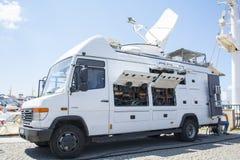 TRT-världsnyheterlastbil - tv-nätet - TV-sändningnyheternaskåpbil royaltyfri fotografi