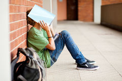 tröttad skoladeltagare Royaltyfri Foto