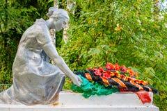 Trubino, Rusland - Augustus 2018: Gedenkteken van de Grote Patriottische Oorlog van 1941-1945 in het dorp van Trubino royalty-vrije stock foto's