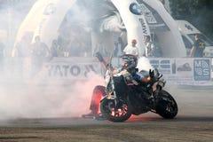 Trucchi di Narcis Roca con il motociclo Immagini Stock Libere da Diritti