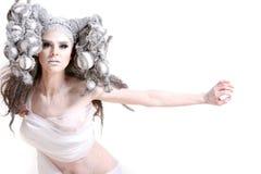 Trucco creativo e capelli su una ragazza di modo fotografie stock