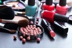 Trucco dei cosmetici su fondo nero Derisione di vista superiore su Immagini Stock Libere da Diritti