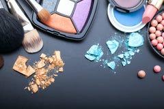 Trucco dei cosmetici su fondo nero Derisione di vista superiore su Fotografia Stock Libera da Diritti