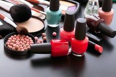 Trucco dei cosmetici su fondo nero Vista superiore Fotografia Stock Libera da Diritti