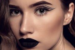 Trucco nero del labbro di bellezza Fotografia Stock Libera da Diritti